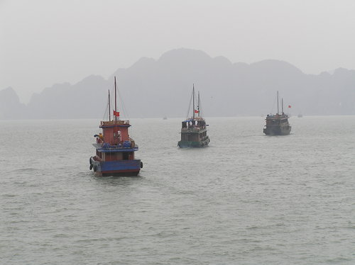 Halong_bay_boats_going_out