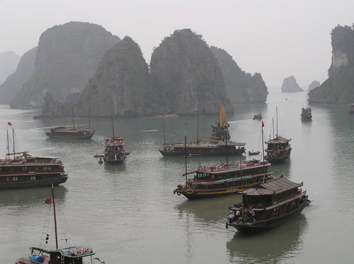Halong_bay_view_from_cave